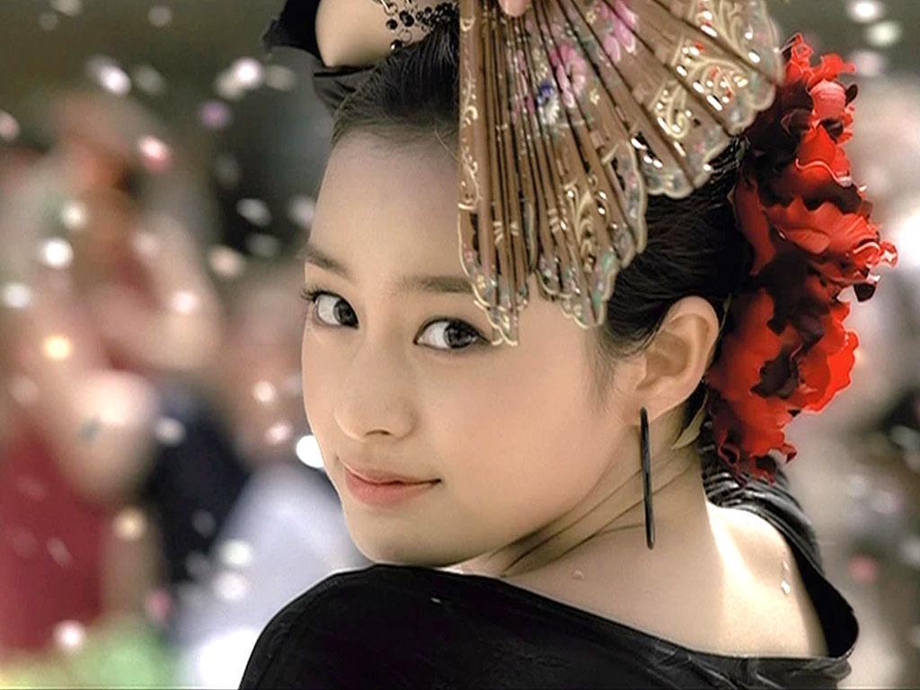 Korean Actress Kim Tae Hee