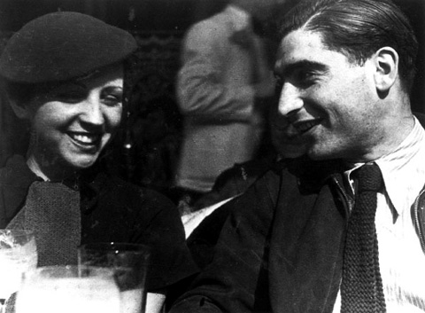 (Robert Capa and Gerda Taro) - photo by Fred Stein