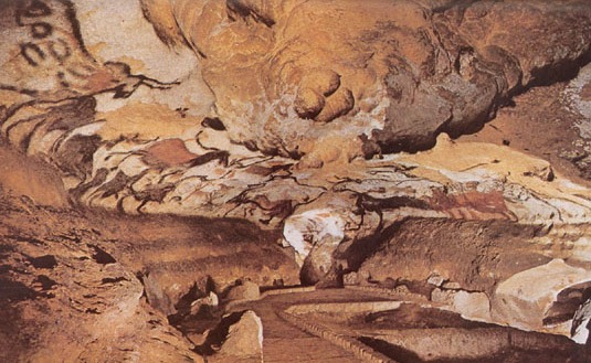 hall of the bulls, lascaux essay Lascaux is a complex cave with several areas (hall of the bulls, passage gallery)  it was discovered on 12 september 1940 and given statutory.