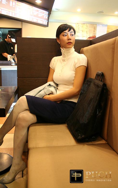 김인서,커피숍에서 친구기다리는중